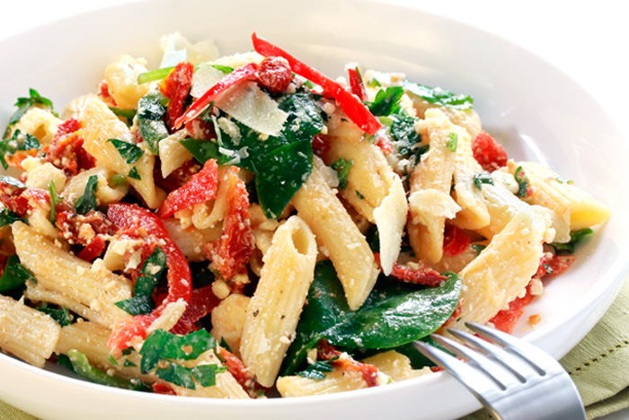 MOKAPINK.com-Red-peppers-pasta-salad