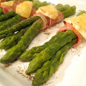 Speck wrapped asparagus & brie